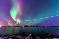 Widerøe airplane flying in northern lights